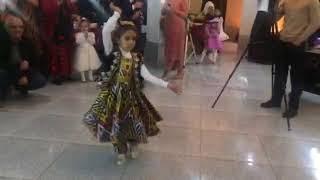 Самира. Таджикская девочка классно танцует на свадьбе.