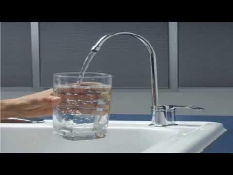 AGUA MINERAL EMBOTELLADA VS AGUA DE GRIFO. ¿Qué agua es más sana?