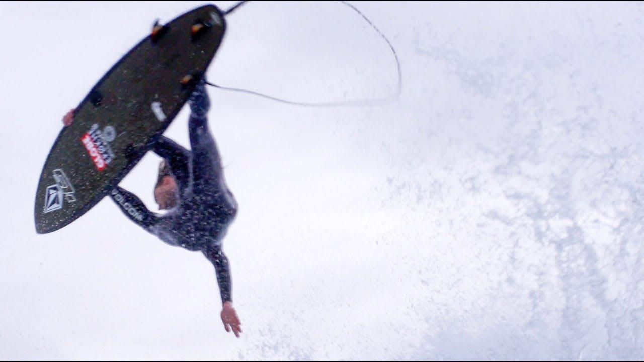 נייט טיילר מעקם את הגלים עם הגלשנים האהובים