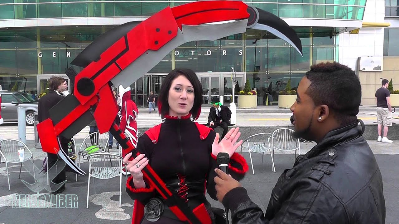 Rwby Cosplay With Awesome Weapon Prop At Youmacon 2013