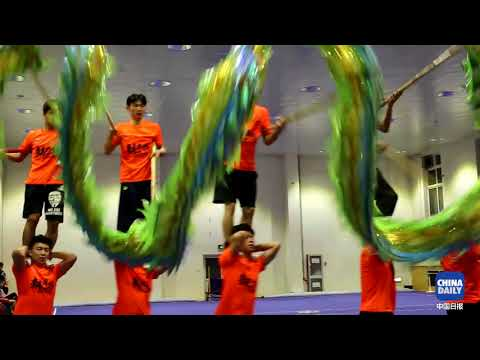 The dragon dance team of Beijing Sport University was preparing for the 13th National Games