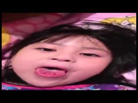 Video Lucu Gadis Kecil Melipat Lidah