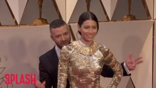 Justin Timberlake Pretends to Photobomb Jessica Biel at the Oscars   Splash News TV