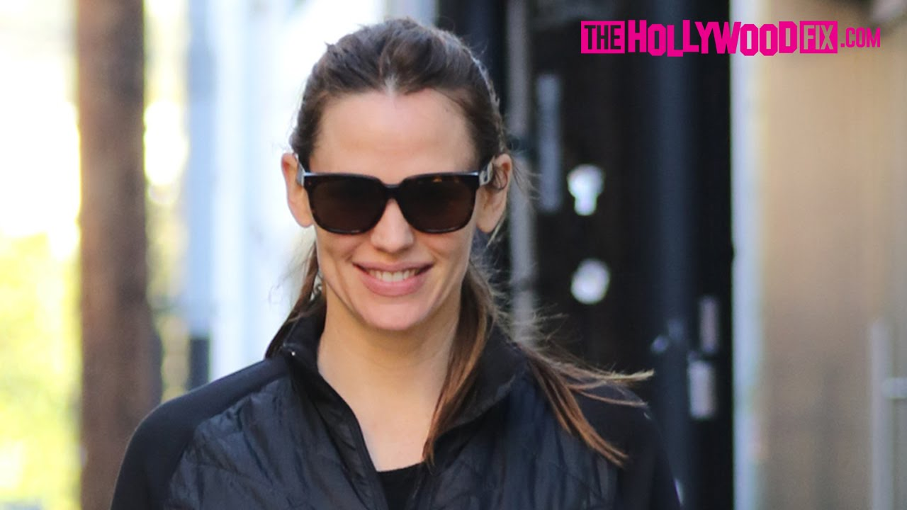 Jennifer Garner Wears Shiny Black Leggings To Workout Class 2.6.16 -  TheHollywoodFix.com - YouTube 85cab7ac6544