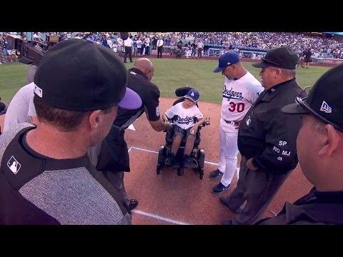 COL@LAD: 11-year-old fan spends time with Dodgers