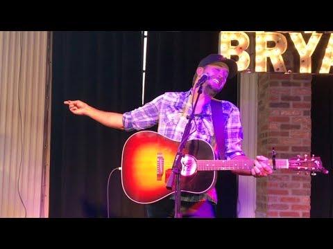 "RARE: Luke Bryan (Acoustic) – ""Sunrise Sunburn Sunset"" LIVE // NASHVILLE // Broadway 2018 LUKE'S 32"