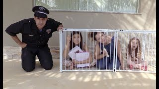 KIDS PRETEND PLAY WITH POLICE COSTUME, VIDEOS FOR KIDS