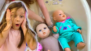 Лиза купает Беби Бона и Реборна - ЕВА В ШОКЕ ведь реборн нельзя мочить. Куклы видео