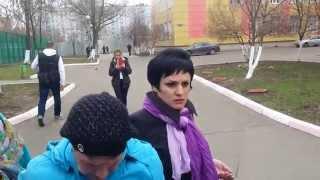 ВИДЕОЗАПИСЬ задержания вбросчицы возле школы номер семь Балашиха(ВИДЕОЗАПИСЬ задержания женщины, которая пыталась сделать вброс. Именно ради того, чтобы уничтожить ее и..., 2015-04-26T19:58:00.000Z)