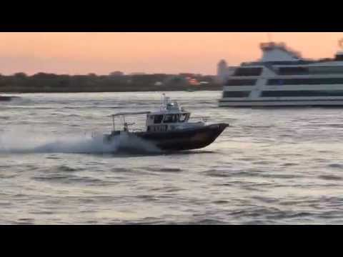 NYPD Police boat responding code 3 up the...