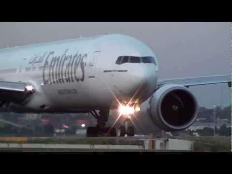 Emirates Airlines B777-300ER [A6-ECT] Night Takeoff 34L Sydney Airport (Full HD)