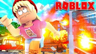 Fleeing the disaster in Roblox!