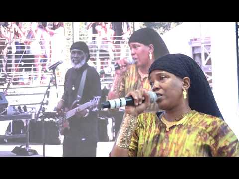 Dezarie 'Things Won't Be The Same' with Ron Benjamin and Band Reggae on the River Aug 6 2017