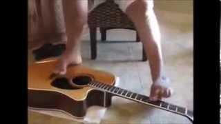 Luar Biassa Tanpa Tangan Main Gitar