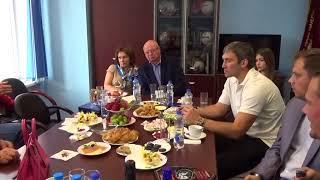Сергей Гимаев и Александр Овечкин за столом. Это видео нигде не публиковалось