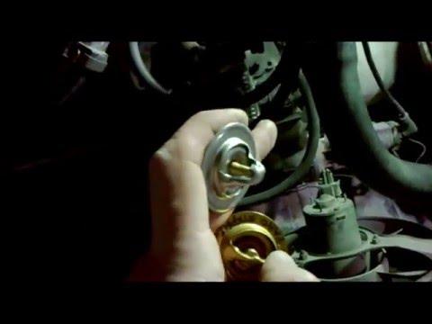 Как заменить термостат Шкода Фелиция (система охлаждения двигателя)
