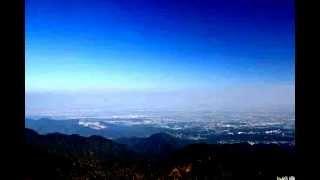 丹沢山系大山の頂上からの眺めです。