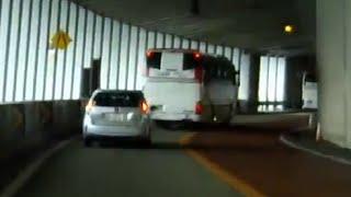 大型バス 狭い道やトンネルへの対処 thumbnail
