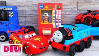 Niki Fahrt auf Abschleppwagen und spielen Verkauf von Spielzeugautos für Kinder