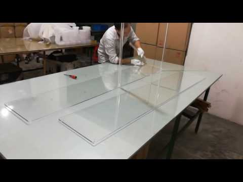Disassemble an acrylic centerpiece stand