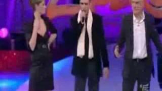 Checco Zalone canta Baciami ancora a Zelig