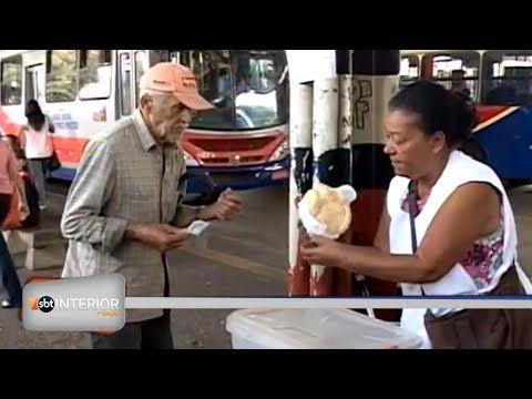 Ambulantes continuam no terminal rodoviário de Rio Preto