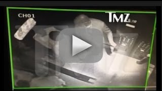TMZ Leaks Solange Attactks Jay Z On An Elevator Next To Beyoncé