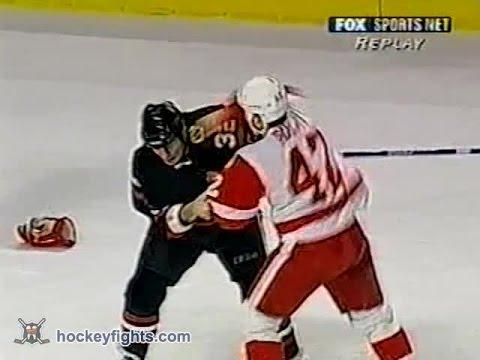 Sean Avery vs Steve Thomas Jan 15, 2003