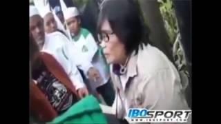 Video Oknum FPI Toyor Seorang Ibu Dan Berkata Kasar SARA