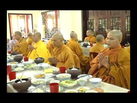 Lễ Cúng Dường Trai Tăng tại Chùa Long Sơn  TP  Nha Trang năm 2012   3.3.flv
