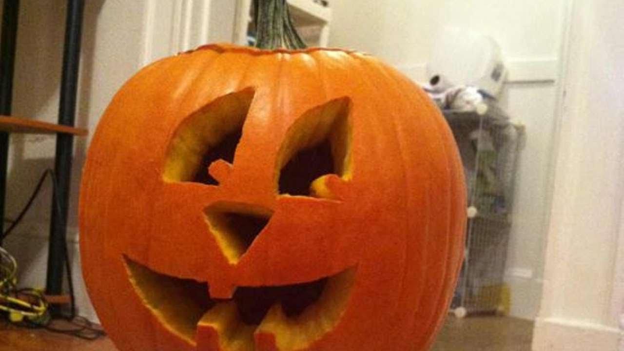 intaglia una simpatica zucca di halloween fai da te