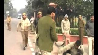 Caught on cam  Delhi police slaps journalist, suspended