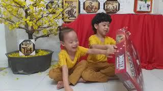 Sushi Đăng Khôi và em trai bóc tem bộ ảo thuật 200 chiêu của Eddy's Magic - 20190201