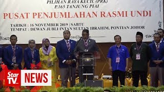Moments of announcement of Tg Piai by-election results