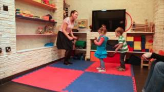Занятие Развивай-ка для детей от 2 до 3 лет. Приветствие. Дом Чудес - семейный клуб.
