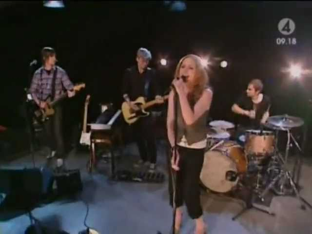 the-cardigans-i-need-some-fine-wine-and-you-you-need-to-be-nicer-live-nyhetsmorgon-2005-the-cardigan