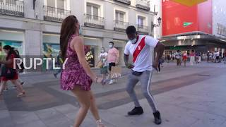 Safe salsa: Madrid dancer uses ropes to maintain physical distancing