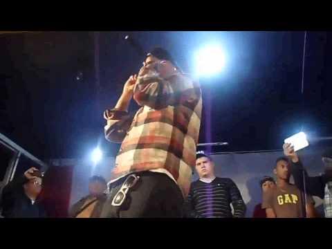 Forte demais Com Qualidade Momento em que MC Daleste leva tiro no palco durante show em Campinas