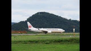 隠岐空港を離着陸するB737-800(JA342J)