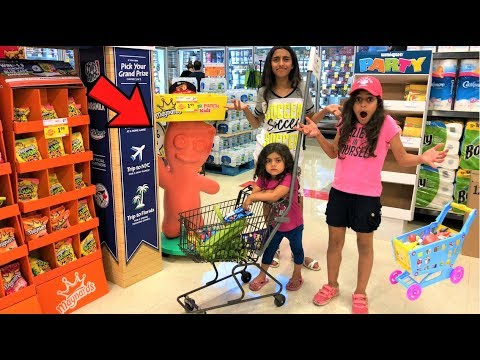 Kids Pretend Play Shopping at Supermarket for Healthy food p