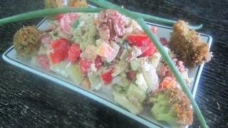 Вкусный салат с болгарским перцем помидорами брокколи перепелиными яйцами сметанный.