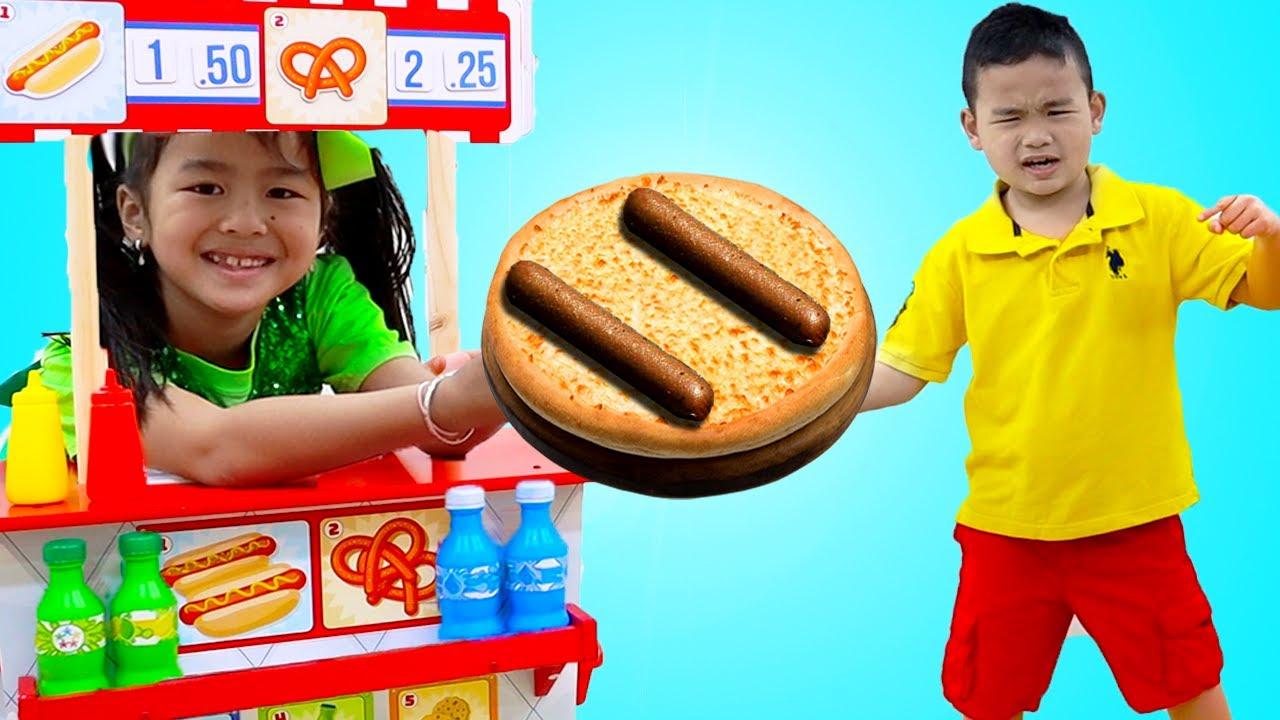 Jannie y Alex con Juguetes de perritos calientes y hamburguesas | Divertidos  Cuentos Infantiles