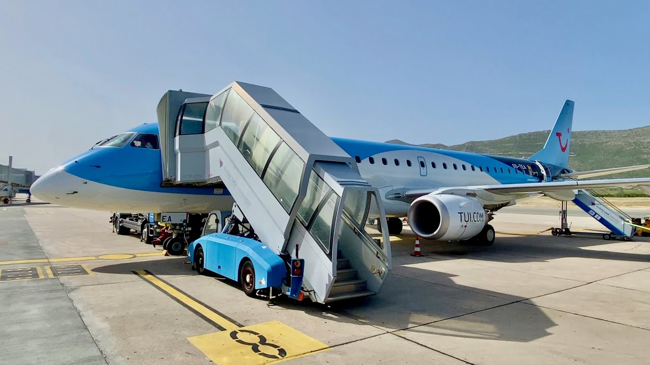 My first 4K flight trip report! TUI Embraer E190 from Brussels to Dubrovnik (airport chaos)