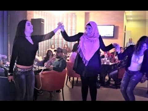 بنت لبنانية تهبل الموجودين بالدبكة على الأول   Lebanese Girl Dabke