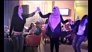 بنت لبنانية تهبل الموجودين بالدبكة على الأول | Lebanese Girl Dabke