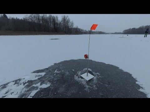 Рождественская рыбалка на жерлицы в новом 2020 ом году. Нашли лёд. Рыбалка в Беларуси.