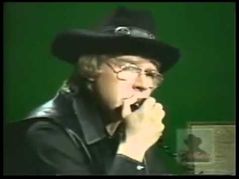 CW McCall on Pop Goes The Country 1976