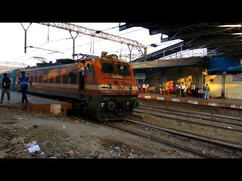 15017 Mumbai Gorakhpur Kashi Express departing from Kalyan