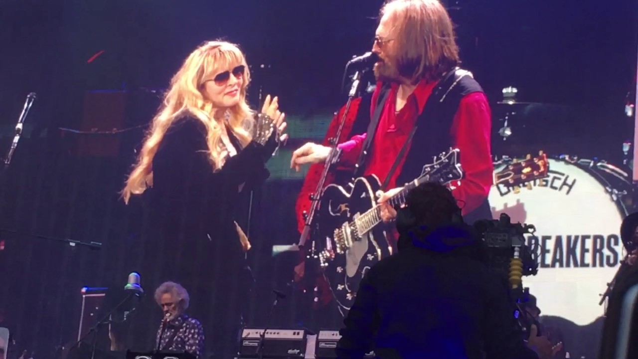 stevie nicks tom petty stop draggin 39 my heart around live hyde park july 9th 2017 youtube. Black Bedroom Furniture Sets. Home Design Ideas