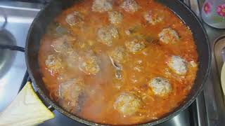Замороженные фрикадельки в томатном соусе